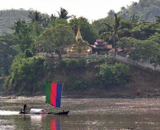 Exploring Myanmar (Burma) by boat & on foot