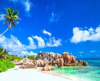Seychelles island hopping: La Digue & Praslin