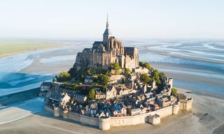 France: Loire Valley Chateaux And Normandy Beaches