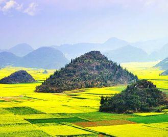 China: Trekking Through Flower Fields In Yunnan
