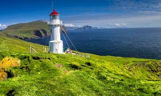 Exploring Spitsbergen via the Faroes and Jan Mayen
