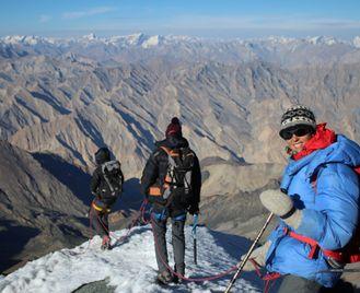 Kang Yatse 2 and the Lhato Valley