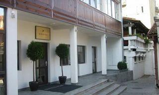 3 Night City Break: Le Petit Piaf Hotel