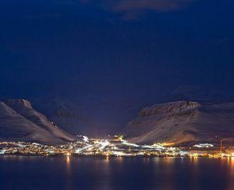 Polar Nights In Svalbard Group Tour